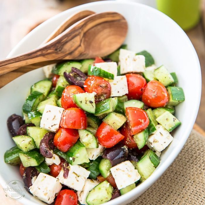 kohlenhydratarm kochen salat kochrezept idee vegetarisch kochen und genießen käse tomaten gurken oliven