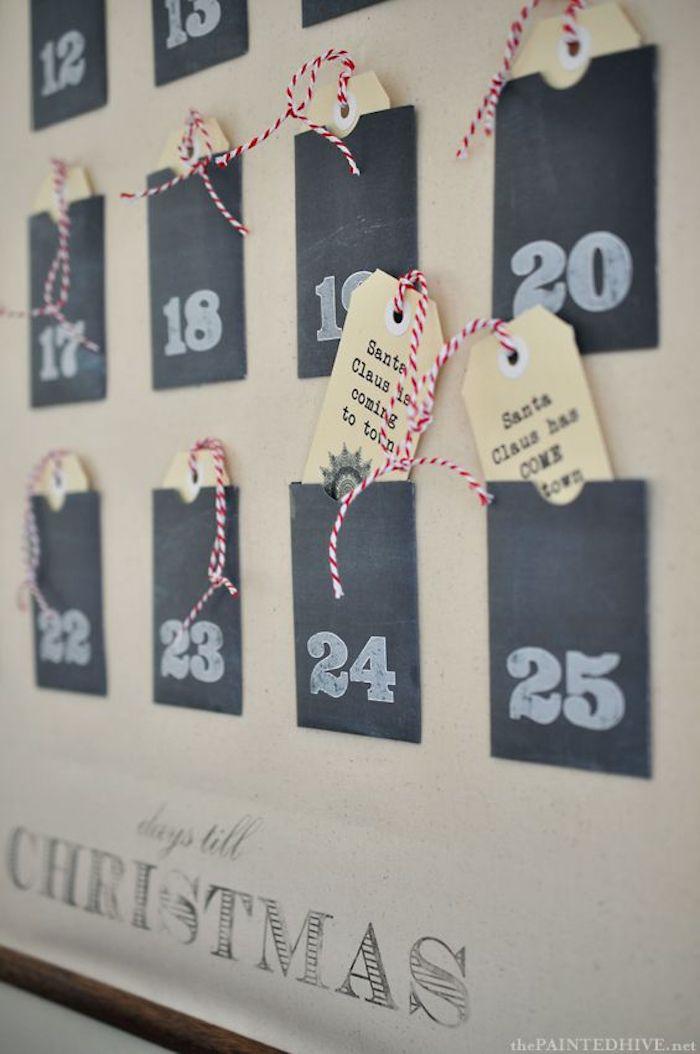 auf einem Blatt kleben Sie viele kleine schwarze Karten mit Ziffern und befüllen mit Anhänger mit Botschaften - Adventskalender befüllen