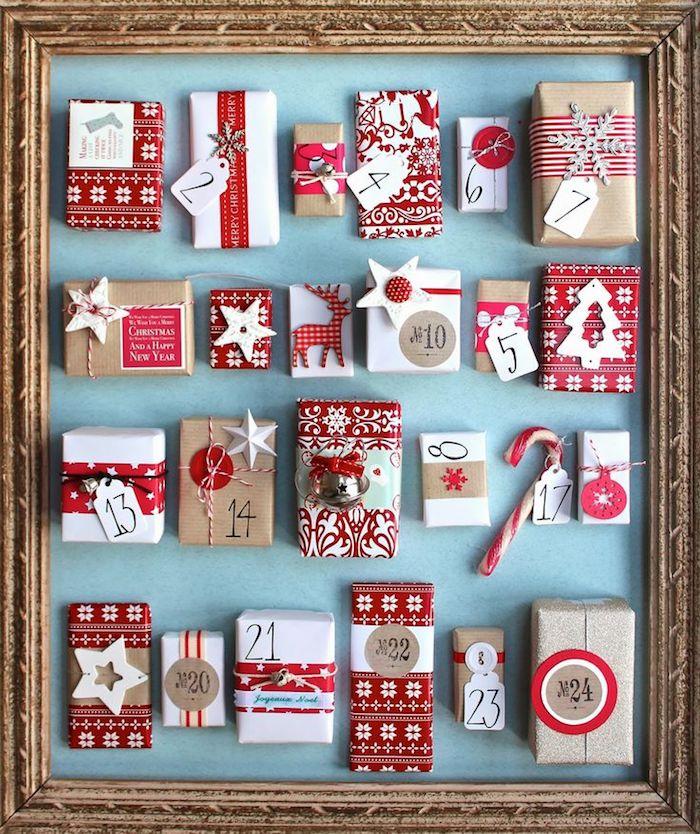 Adventskalender befüllen - kleine rote und weiße Geschenke mit verschiedenen Dekorationen