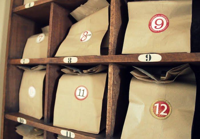 ein vintage Möbel für das Gepäck im Geschäft voller Überraschungen zu Weihnachten - Adventskalender für Freund