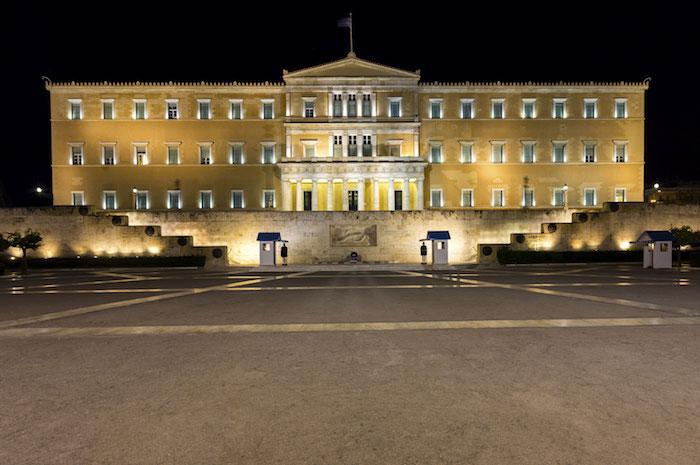 hauptstadt von griechenland das parlament von griechenland am abend abendbilder beleuchtung treppe