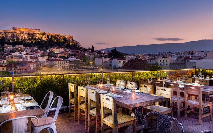 athen sehenswürdigkeiten die sehenswürdigkeiten von athen aus einer terrasse beobachten akropole 360 hotels restaurant und bar in athen schöne aussicht romantisches ambiente