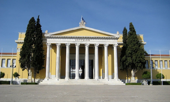 hauptstadt von griechenland zappeion in dem nationalen garten von griechenland gelbes gebäude griechische architektur antike elemente an dem bau