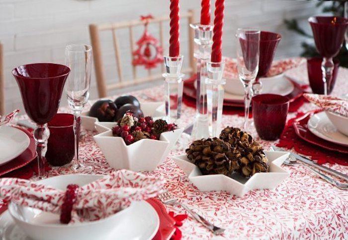tischdekorationen für die weihnachtszeit weihnachten zu hause fröhliche feste rot weiße tischdeko ideen rote kerzen