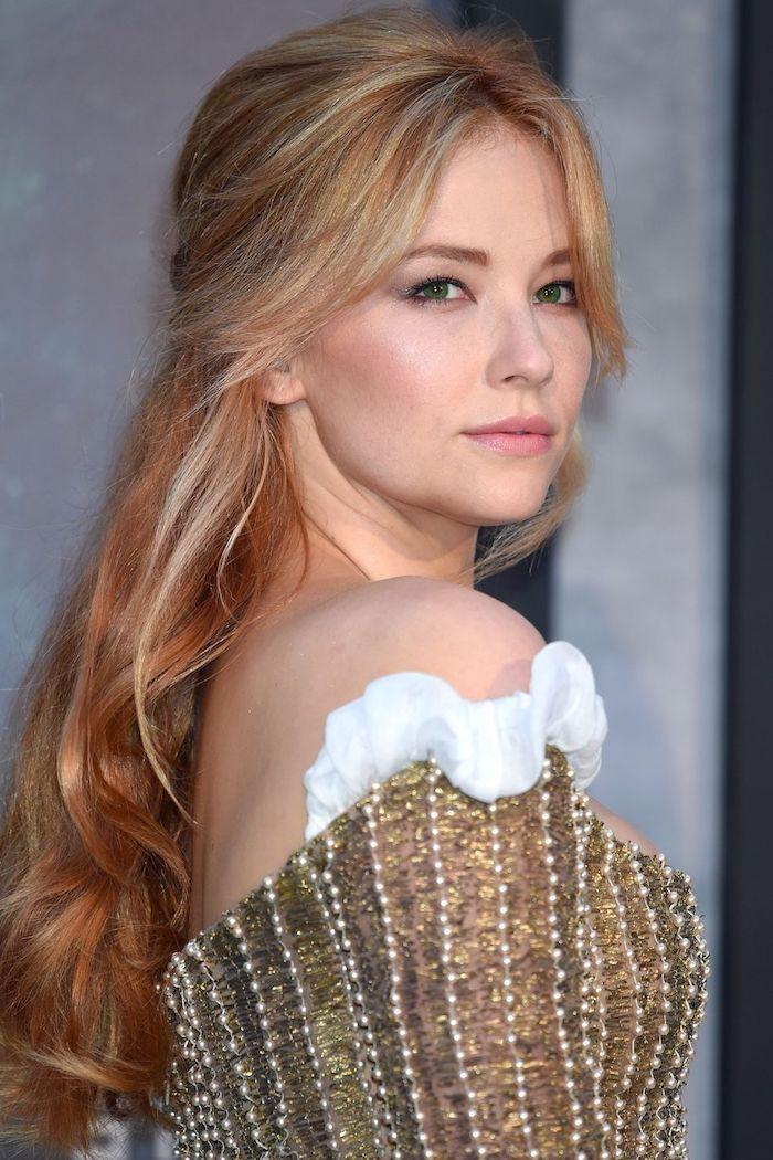 haare in caramelblond mit blonden strähnen, trengide haarfarben