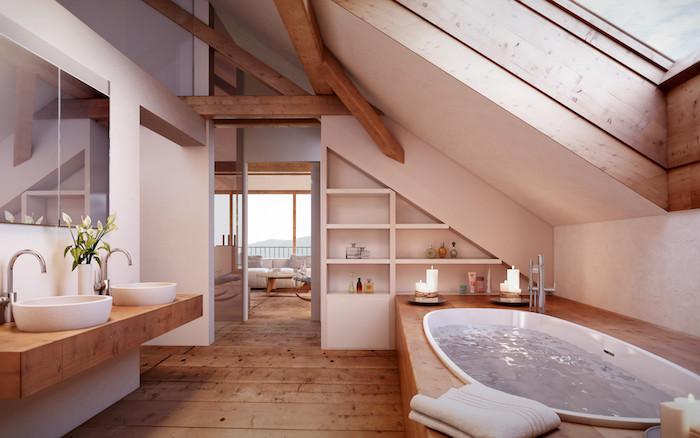 wohnung einrichten große mansardenwohnung dachgeschoss wohnung mit großem bad badewanne leuchtenden kerzen frische blumen romantisches flair schöne einrichtung mansarde