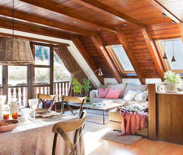 wohnung einrichten wohnzimmer mit esstisch landhausstil lampe über dem tisch sofa für die ganze familie kissen in rosarot terrasse