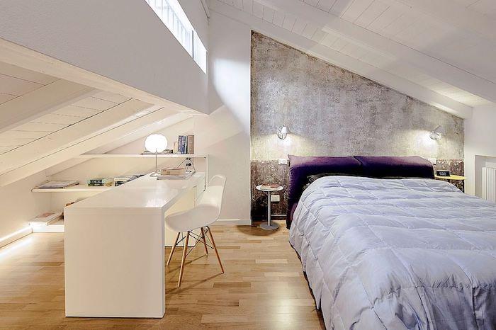 kleine wohnung einrichten schlafzimmer mit schreibtisch kabinett und schlafzimmer auf einmal lila bettwäsche weißer schreibtisch regale für bücher