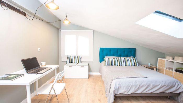 Wohnung Inspiration Bett Mit Und Laptop Teenager Zimmer Dezent Einrichten  Alles Ntigste With Bett Teenager