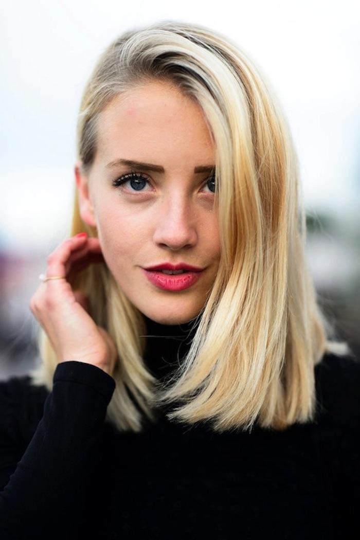 damenfrisuren möglichst einfach zu den feiertagen die haare gestalten blonde frau