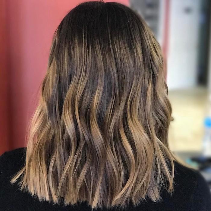 frisuren mittellanges haar schön zu den festen gestalten braune haare mit blonden strähnen locken