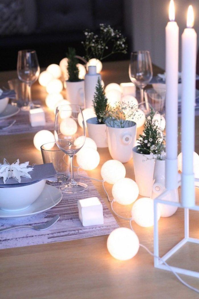 tischdekorationen lechtende tischdeko lampen kleine leuchtende kugeln weiße kerzen schüssel dekoideen