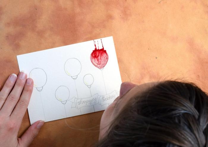 Weihnachtskarten selbst gestalten, Christbaumkugeln mit Bleistift aufzeichnen, Aquarellfarbe auftragen