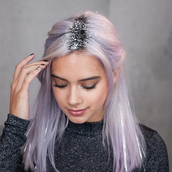 schulterlange haare rosa lila grau mit dunklen ansätzen und silbernem glitzer zu mehr schein und pracht