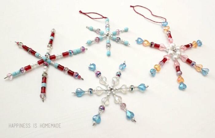 einfache schneeflocken basteln kindern vorlage schneeflocken aus perlen und draht selber machen schnelle weihnachtsdeko