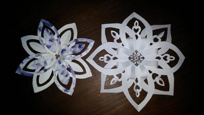 zwei Schneeflocken in weißer Farbe mit Akzenten in der Mitte - Bastelideen Winter