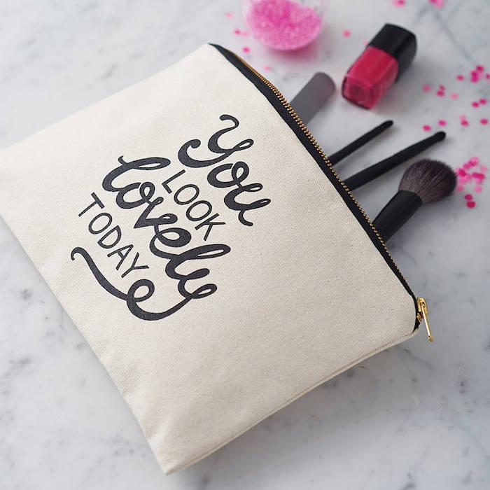 weihnachtsgeschenke für beste freundin kosmetik in der tasche make up pinsel du siehst klasse aus