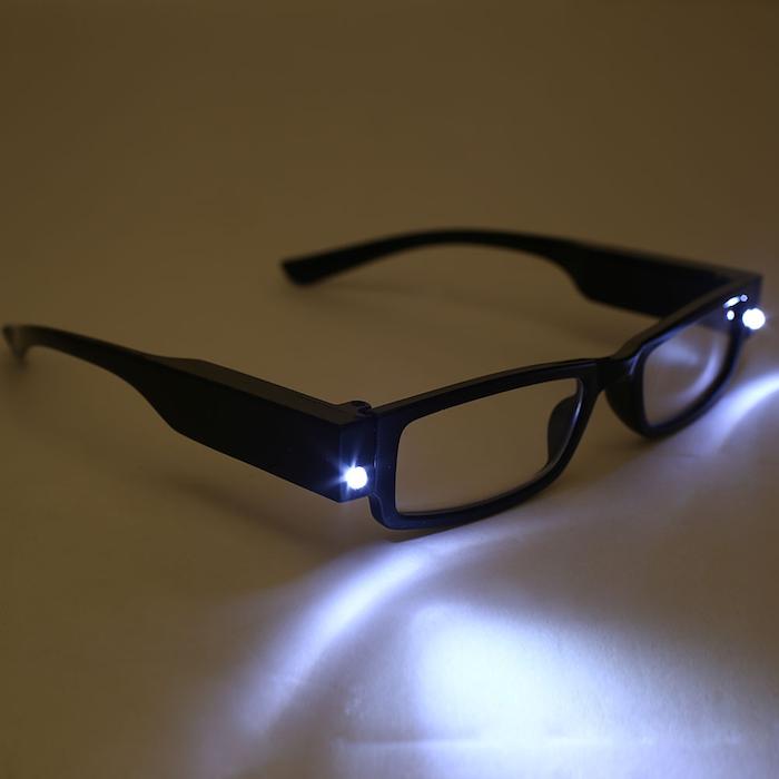 geschenkideen beste freundin lesebrille mit lichter beleuchtung am abend gerne lesen einfach und schneller