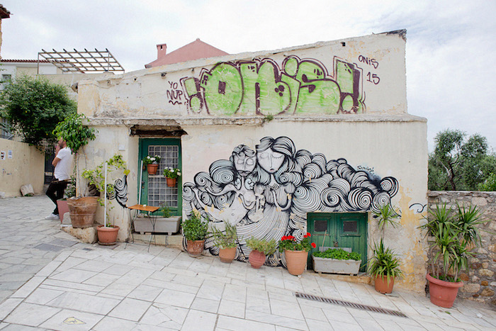 griechenland athen grafitti bunte wandgestaltung in athen straßenkunst kunst malerei wanddeko pflanzen palmen in töpfer