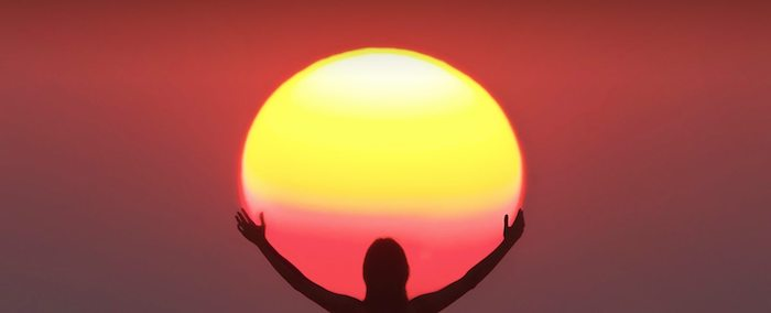 einen wunderschönen Guten Morgen - als ob der Mensch die morgendliche Sonne umarmt hätte