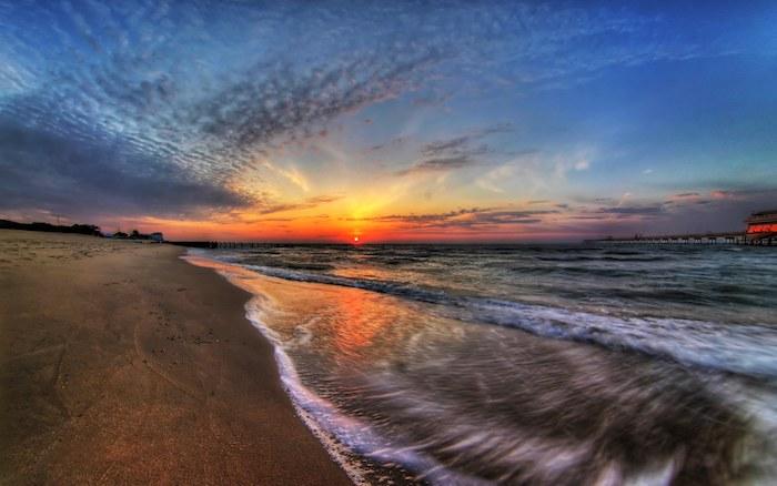ein bildschönes Foto von dem Sonnenaufgang über das Meer - einen wunderschönen Guten Morgen