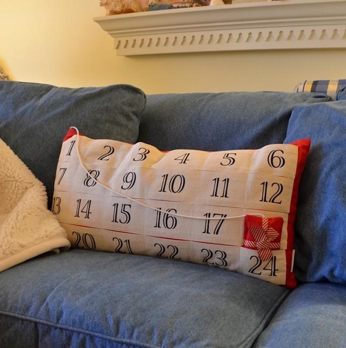 Adventskalender basteln für Männer - ein Kissen mit Nummer, in den Taschen kann man Geschenke verstecken