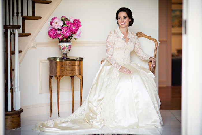 Vintage wedding dress: drama, romance, timeless elegance