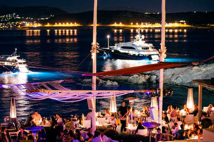 hotel athen hafen boote im wasser restaurant am meer mittelmeer mediterranes ambiente bar am strand bar am hafen