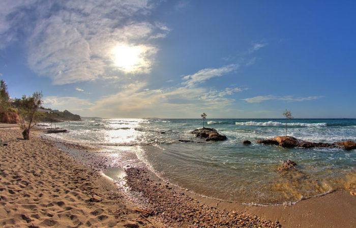 hotel athen finden meer strand himmel wolken sonne sonnenschein steine meeresküste