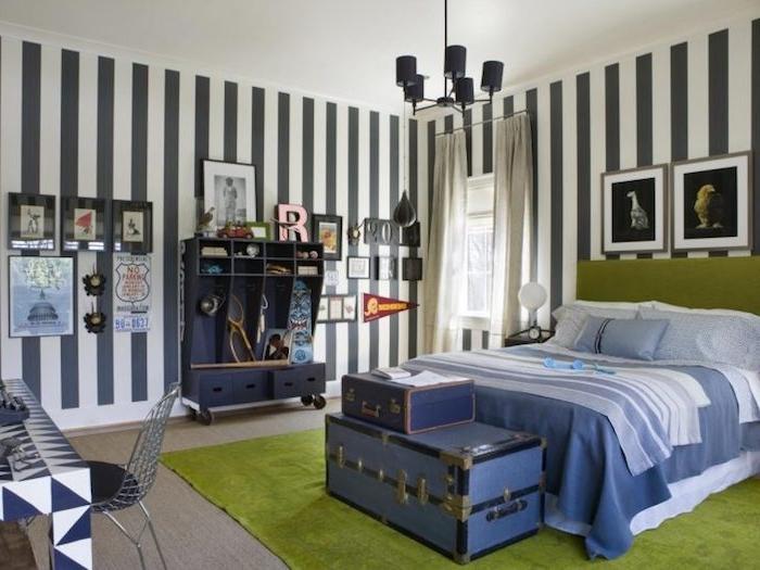Teenager Zimmer für Junge in grüner und blauer Farbe mit vielen geometrischen Motiven