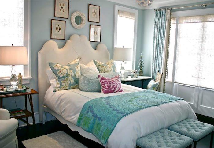 Teenager Zimmer - grüne Bettwäsche und vier Bilder, zwei grüne gepolsterte Hocker