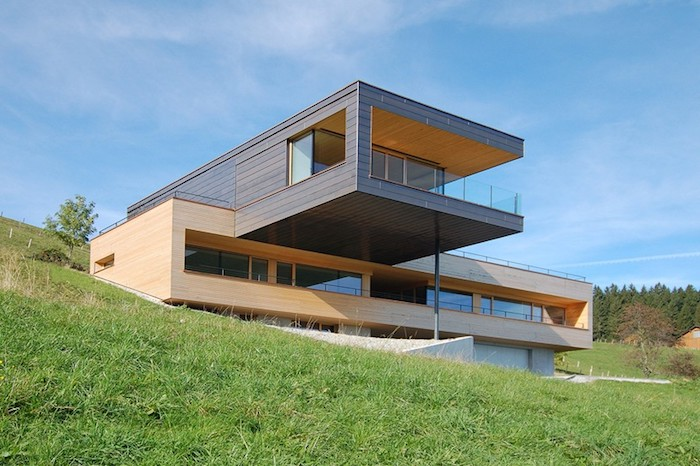 frei geplantes Haus nach eigenen Vorstellungen mit zwei Stöcken im Berggebiet