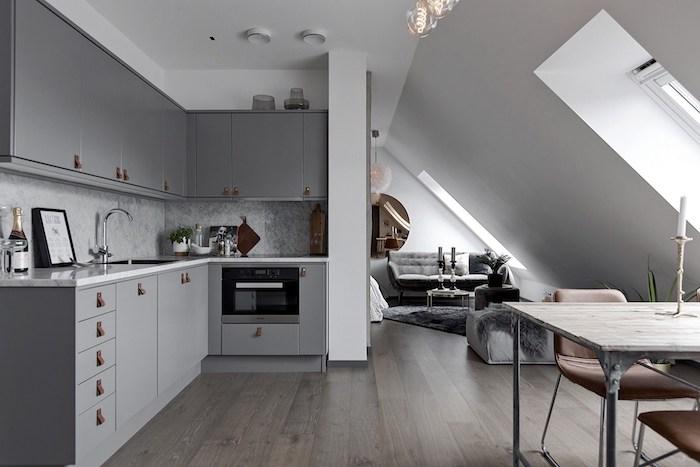 dachgeschoss küche graue wohnküche keine abgesonderten zimmer sondern ein ganzes maisonette mansardenwohnung graue farbe