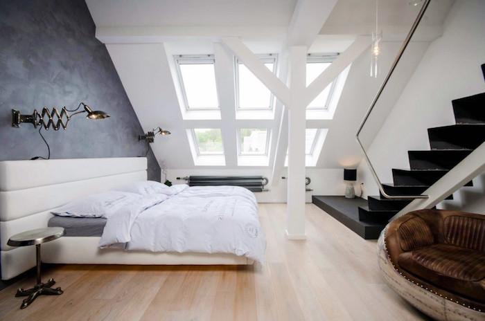 wohnung gestalten schlafzimmer design ideen weißes wohndesign treppe zum dach wandlampe