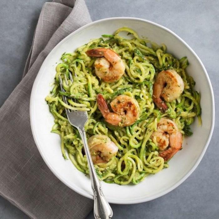 schnelle low carb rezepte garnellen kochen und zu den zucchini spagetti zugeben lecker und einfach zum kochen gesunde speise
