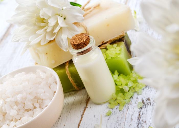 kokosöl kosmetik selber machen, badesalz und selbstgemachte seifen mit kokos