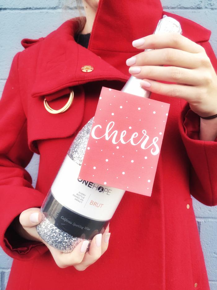 Weinflasche mit personalisiertem Etikett zu Weihnachten schenken, Geschenkideen für jeden Geschmack