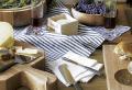Die perfekte Käseplatte anrichten – Geschmackskombinationen und essbare Dekorationen