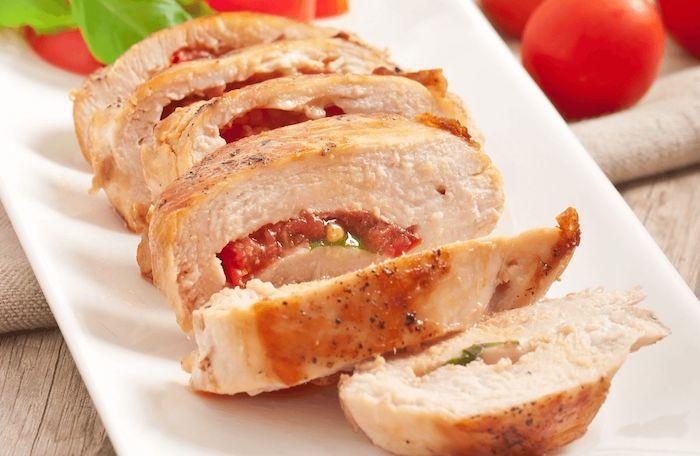 kohlenhydratfreie gerichte fleisch selber kochen hänchen fillet rollo rolladen mit tomaten und kräuter idee