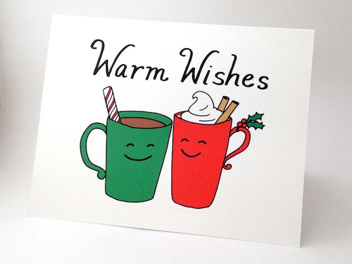zwei Tassen in grüner und roter Farbe mit einer heißen Schokolade und warme Glückwünsche - lustige Weihnachten