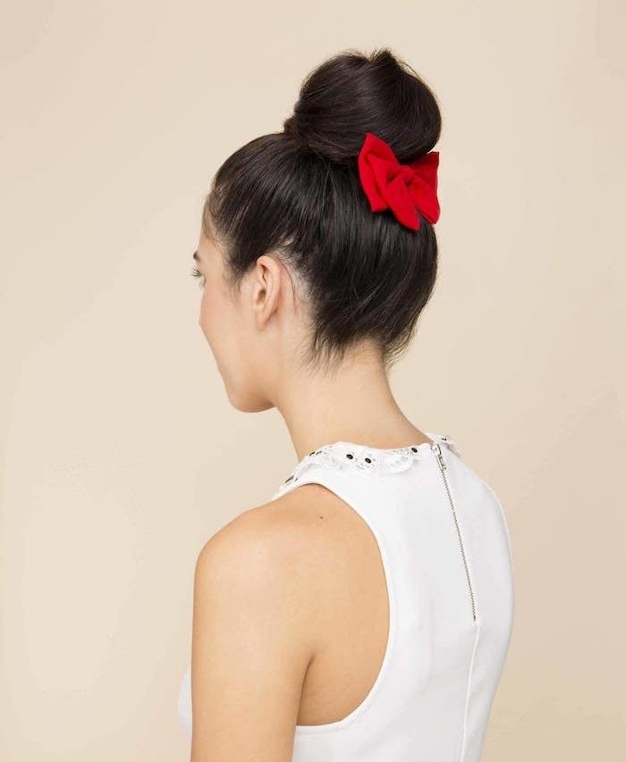 mittellange haare schön gestalten frisuren für lange bzw. mittellange haare gebundene haare mit roter schleife