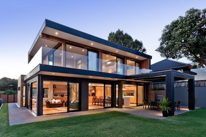ein zweistöckiges Einfamilienhaus mit LED-Außenbeleuchtung, Veranda und riesigem Wohnzimmer