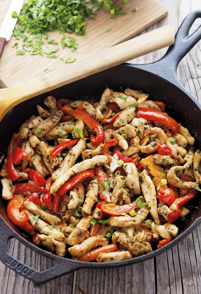 no carb rezepte hänchen kleine stücke paprika tomaten petersilien kräuter pfanne ideen kochen