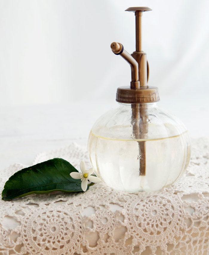 parfum selber herstellen, runde parfümflasche in vintage stil, diy geschenke