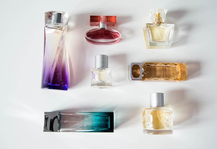 parfum selber herstellen, verschiedene parfümflaschen, diy geschenke für frauen