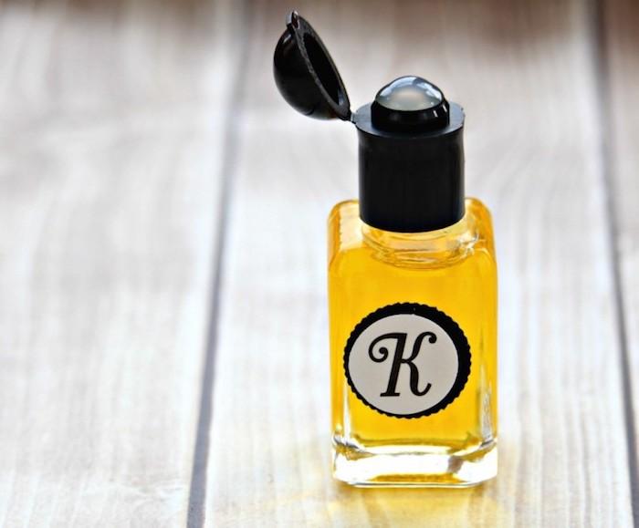 parfum selber herstellen, selbstgemachtes parfüm mit vanille und sandelholzöl