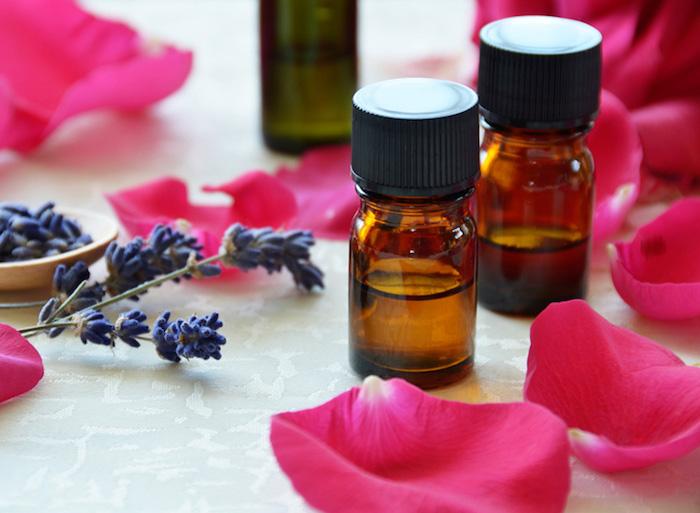 kosmetik selber machen, lavendel- und rosenöl, kosmetik aus natürlichen zutaten