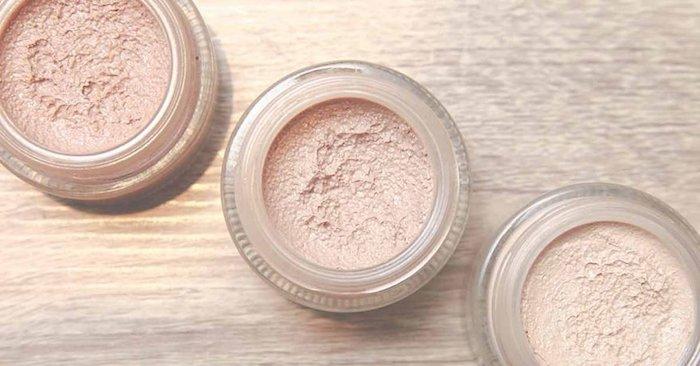 puder selber machen, schminke aus natürlichen zutaten, puder mit goldenen elementen