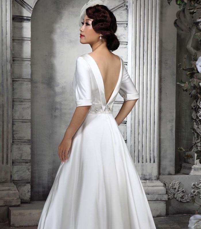 vintage hochzeitskleid aus samt, hochzeitsfrisur im retro stil, braut make-up