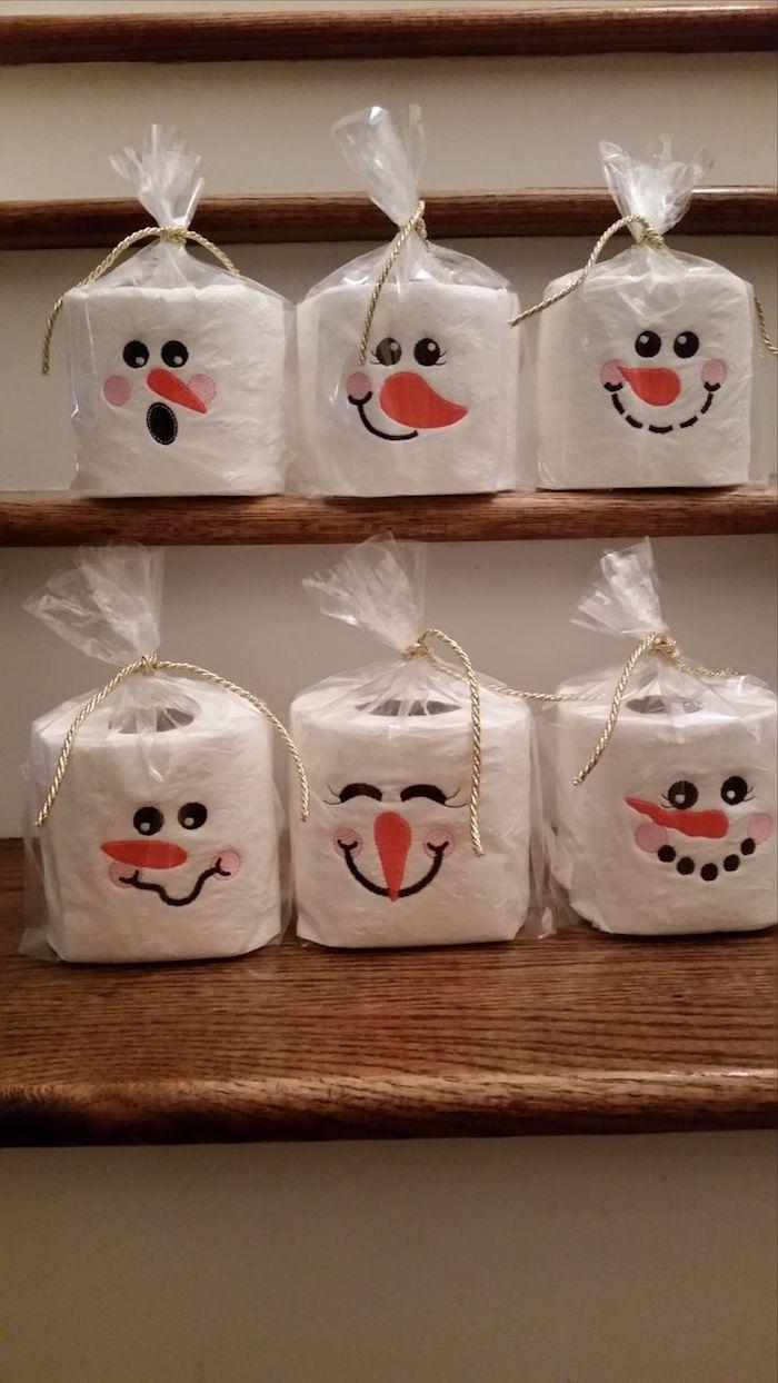 basteln schneemann - kleine weiße schneemänner aus Toilettenpapier - schneemänner mit schwarzen augen und orangen nasen